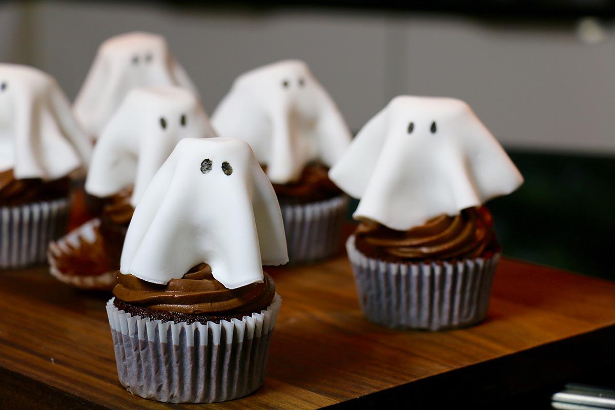 cupcakes au chocolat super moelleux pour halloween. Black Bedroom Furniture Sets. Home Design Ideas