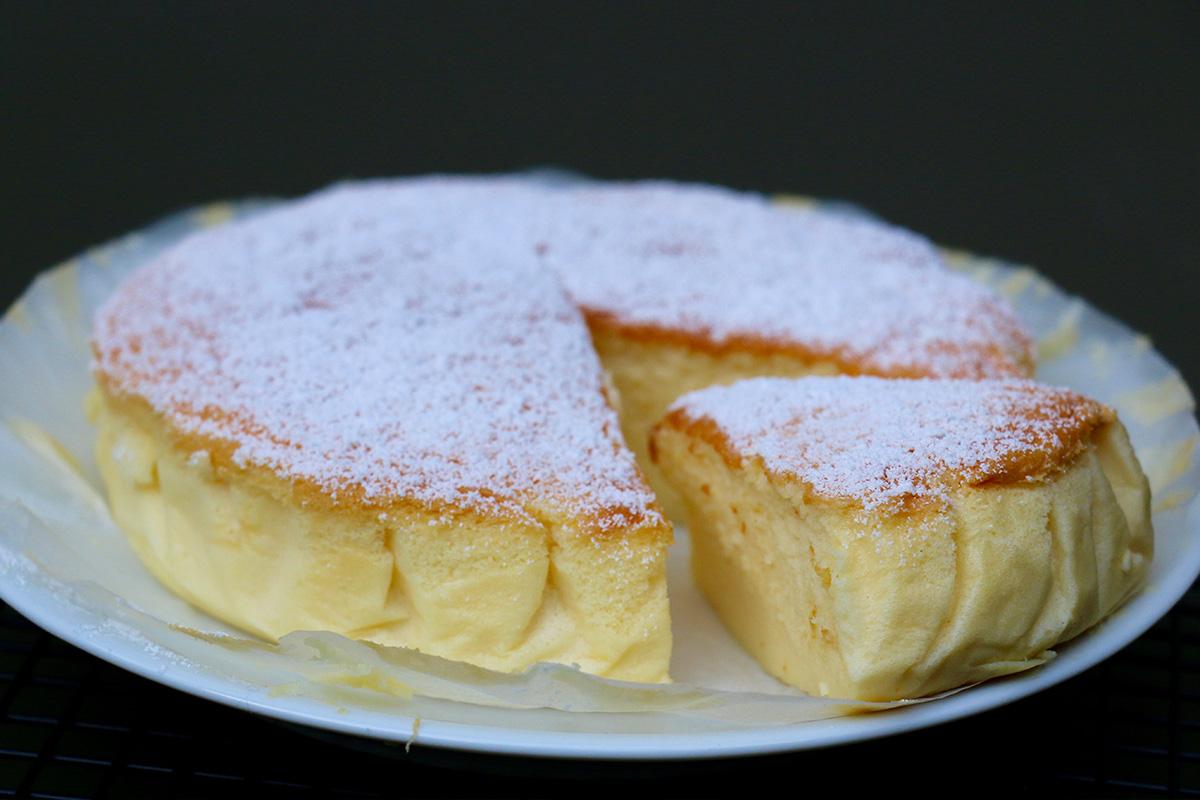 Cheesecake japonais ou g teau souffl au chocolat blanc - Herve cuisine cake chocolat ...