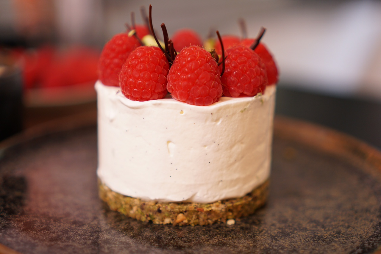 cheesecake aux framboises modern rouge - hervecuisine