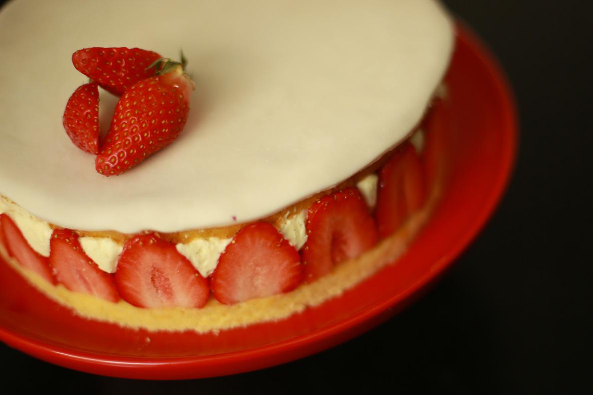 Recette du fraisier facile et l ger avec herv cuisine - Herve cuisine buche de noel ...