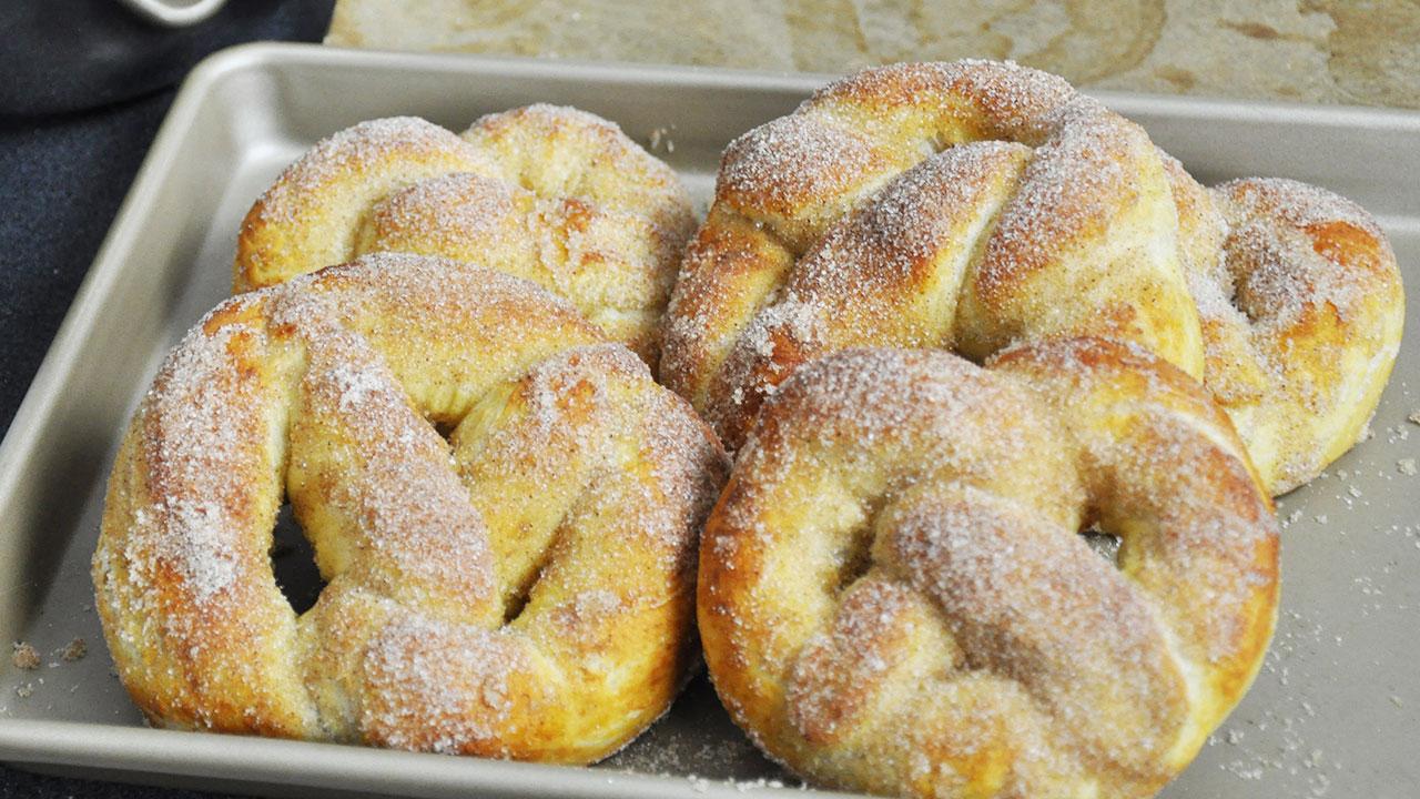 Recette des pretzels ou bretzels brioch s sucre cannelle - Recette pate a beignet sucre ...